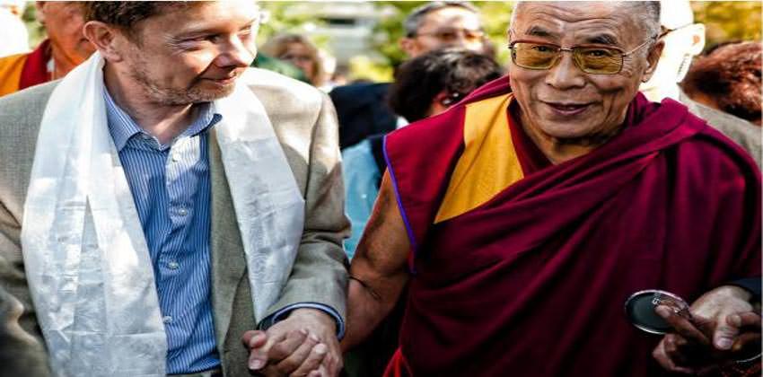 tolle-e-dalai-lama-esercizi-di-eckart-tolle-illuminato-dei-nostri-tempi-2